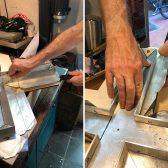 Die Faltung des Silberbleches über die Unterkonstruktion aus Aluminium beginnt.