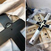 Das Ebenholzkreuz ist fertig und wird in die Mitte eingesetzt. Zum Schluss wird noch der Korpus montiert.
